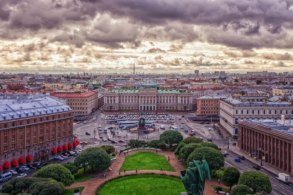 Moskau oder St. Petersburg: Wo verbringen Sie Ihren Kurzurlaub in Russland und warum